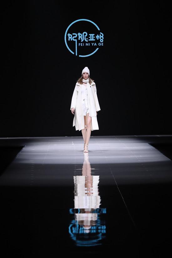 """意法集团2019高阶风衣&大衣新品发布 """"原创力量""""展现女性独特风采"""