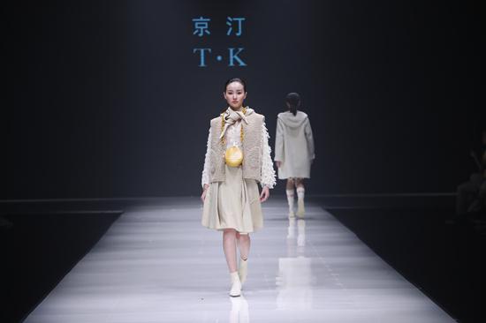 意法集团2019 CHIC秋冬设计亮相中原国际时装周 引领时尚新品
