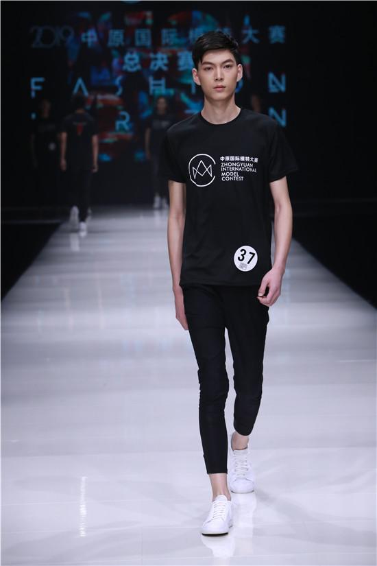 """2019中原国际模特总决赛 用时尚诠释""""话语权"""""""