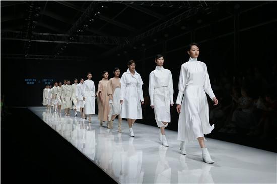 美芙妮&郝佳登陆2019中原国际时装周 诠释简约个性的时尚女性魅力