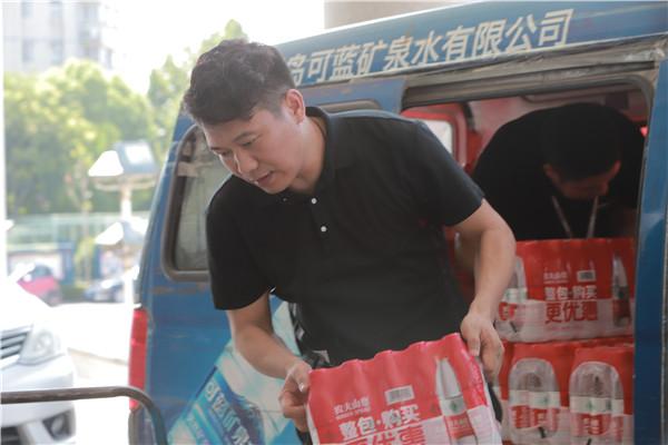 【益路华彩·清凉行动】知易实业奉献爱心 助力交警清凉一夏