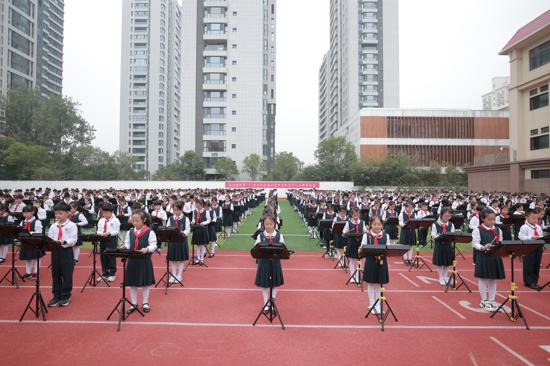 心系红领巾 喜迎建队节 金水区文源小学举行千人小钟琴大合奏