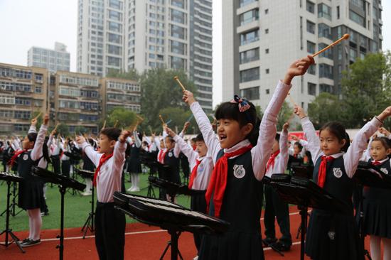 心系红领巾 喜迎建队节 金水区文源小学举行千人小钟琴大合奏活动