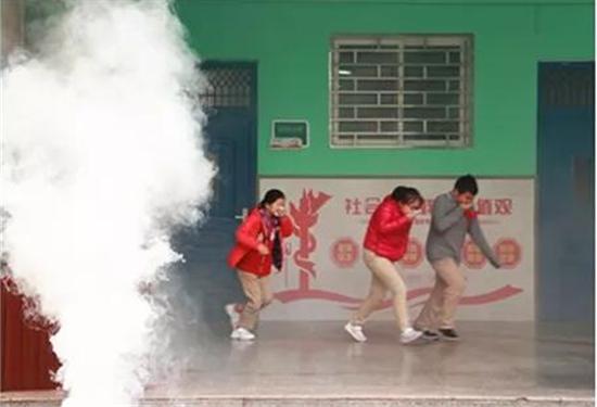 """""""消除火灾隐患 共建美好校园"""" 郑州市文化绿城小学开展消防演练"""