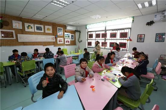 """金水区文化绿城小学""""中央厨房+卫星厨房""""供餐模式正式开启"""