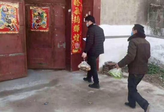 """新郑孟庄镇:村干部化身""""送菜员"""",保障村民生活物资供应"""
