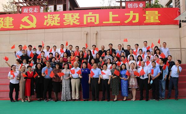 大爱无疆 同心战疫——520大型爱心主题表彰大会在郑州举行