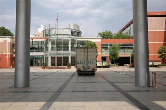 守望成长 情暖校园 中新联集团向郑州市聚源路小学捐赠防疫物资