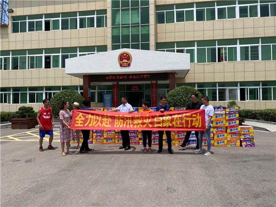 """闻""""汛""""而动 白象食品向安徽凤阳县捐赠爱心物资助力防汛救灾"""
